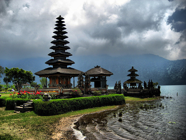 Ulun Danu Temple Bali Attraction Indonesia Justgola Copy Pura Bratan