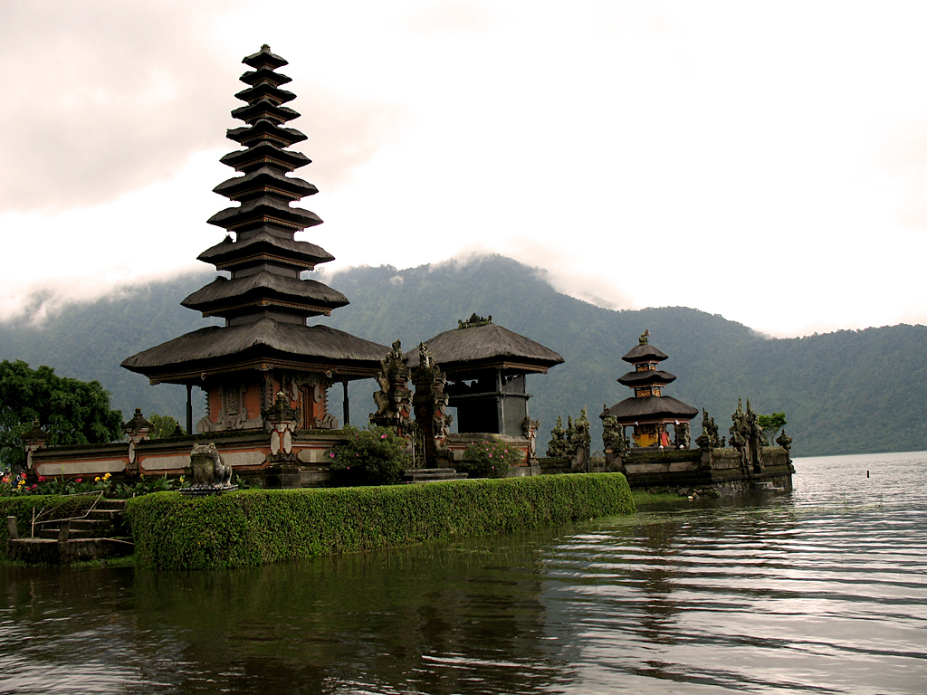 Ulun Danu Temple Bali Attraction Indonesia Justgola Copy Rapidacid Pura