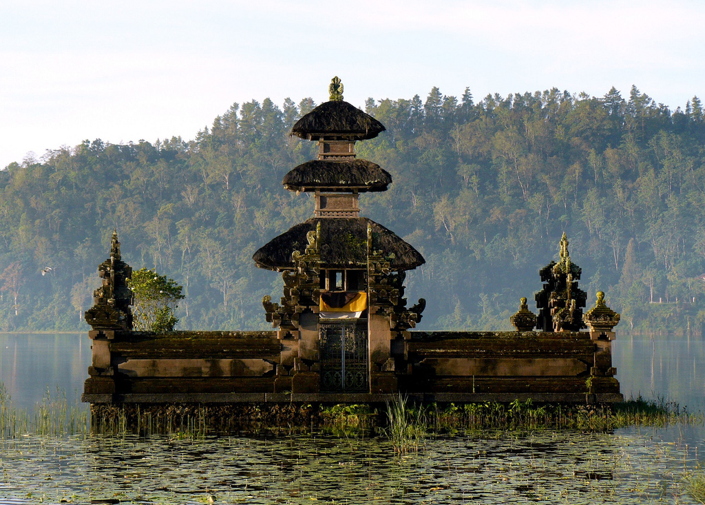 Ulun Danu Temple Bali Attraction Indonesia Justgola Copy Yeowatzup Pura