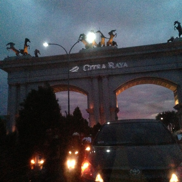 Foto Gerbang Citra Raya Monumen Tengaran Kabupaten Tangerang Diambil Oleh