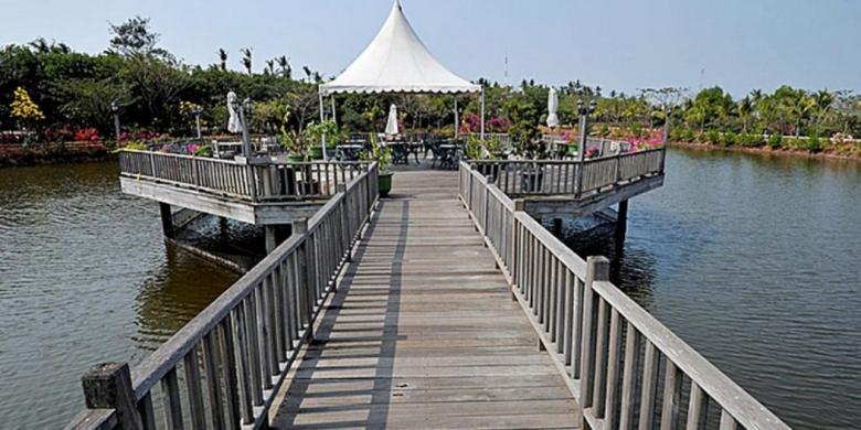 Senja Bandeng Tanjung Pasir Kompas Resor Kawasan Teluk Naga Kabupaten