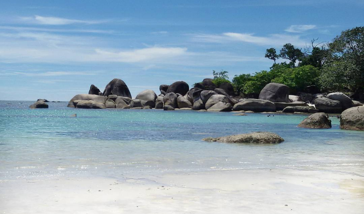 Yuk Kunjungi 6 Pantai Terkenal Negeri Laskar Pelangi Merahputih Tanjung