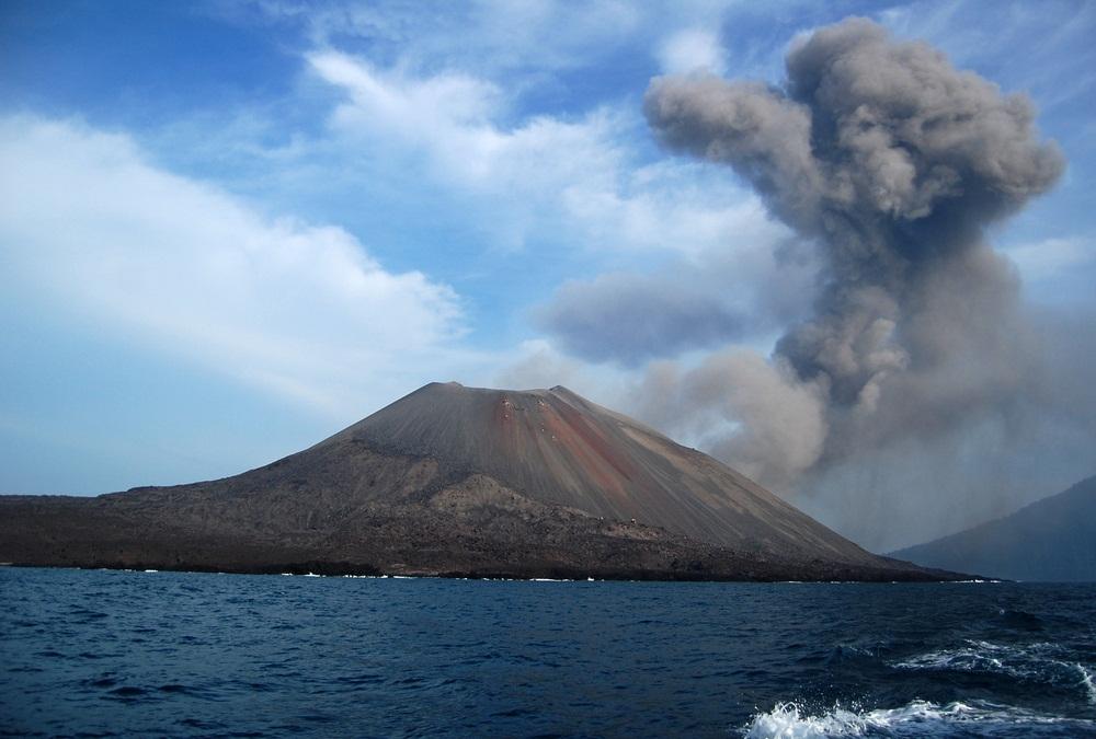 45 Tempat Wisata Banten Wajib Dikunjungi Waktu Liburan Gunung Krakatau
