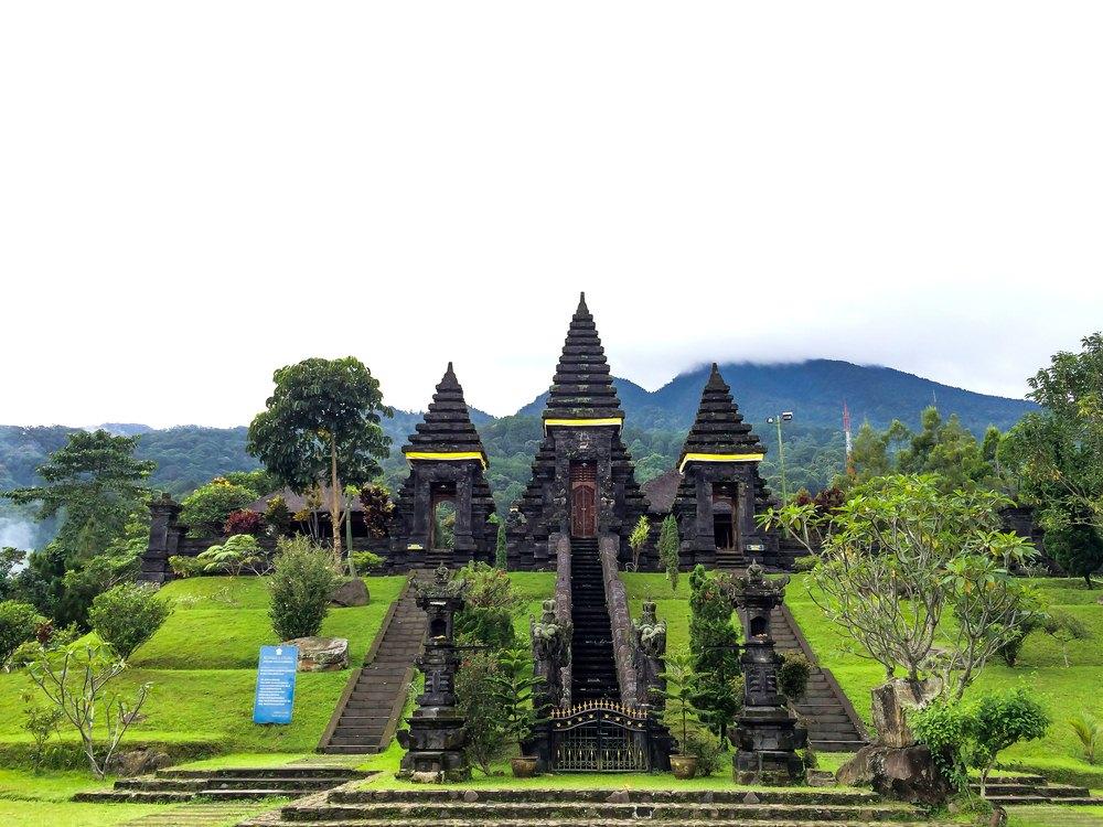 60 Tempat Wisata Bogor Kekinian Pilihan Traveloka 2017 Pura Parahyangan