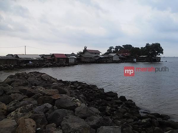 Lindungi Tempat Ziarah Warga Pulau Cangkir Bertahan Kepungan Abrasi Kab