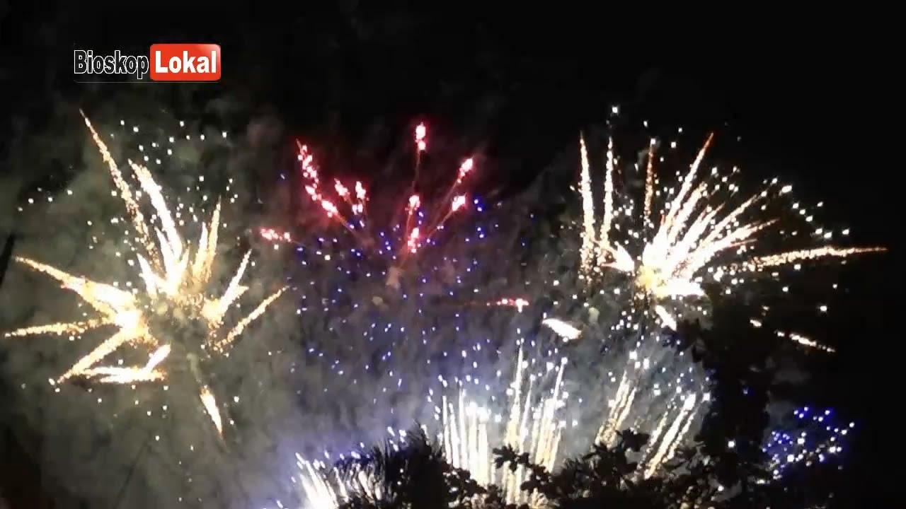 Pesta Kembang Api Hari Jadi Trenggalek 821 Banjir Lautan Manusia