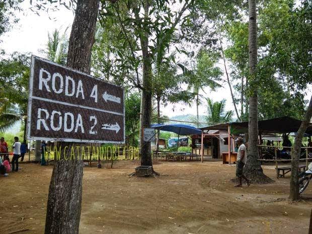 Jembatan Galau Kawasan Hutan Mangrove Pancer Cengkrong Parkir Cukup Luas