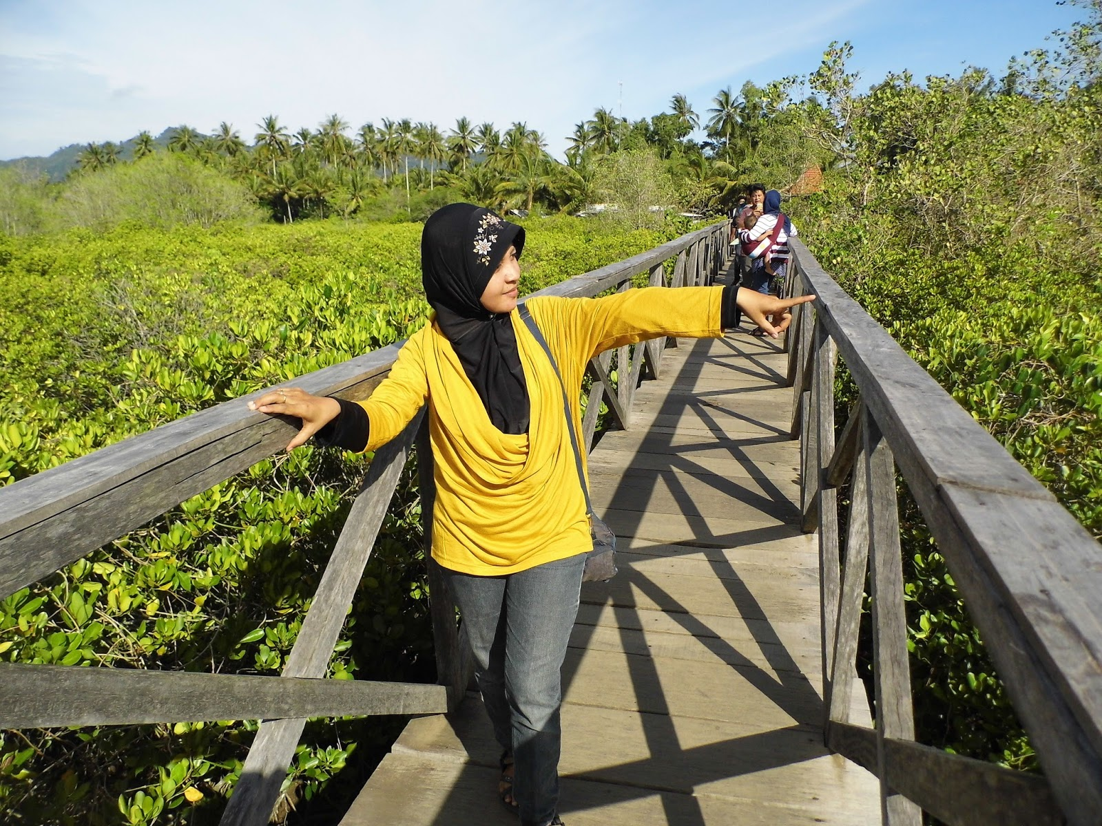 Zulvia Rumaida Keindahan Jembatan Mangrove Cengkrong Trenggalek Laksana Negeri Atas
