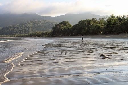Pantai Damas Trenggalek Memiliki Garis Panjang Pola Landai Luas Sekitar