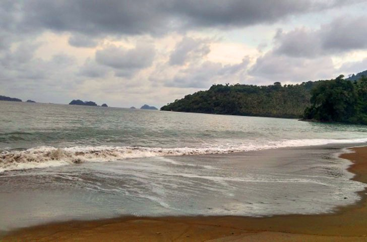 Pantai Tiluh Barat Damas Mengunjungi Kab Trenggalek