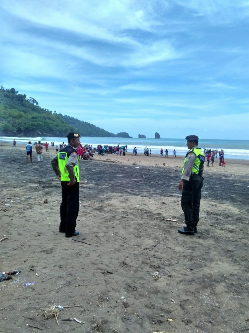 Akhir Pekan Polsek Panggul Patroli Kawasan Pantai Konang Polres Trenggalek