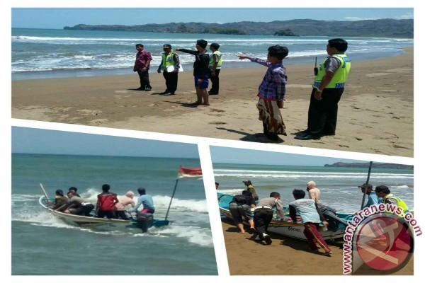 Basarnas Evakuasi Siswa Terseret Ombak Pantai Trenggalek Antara Konang Kab