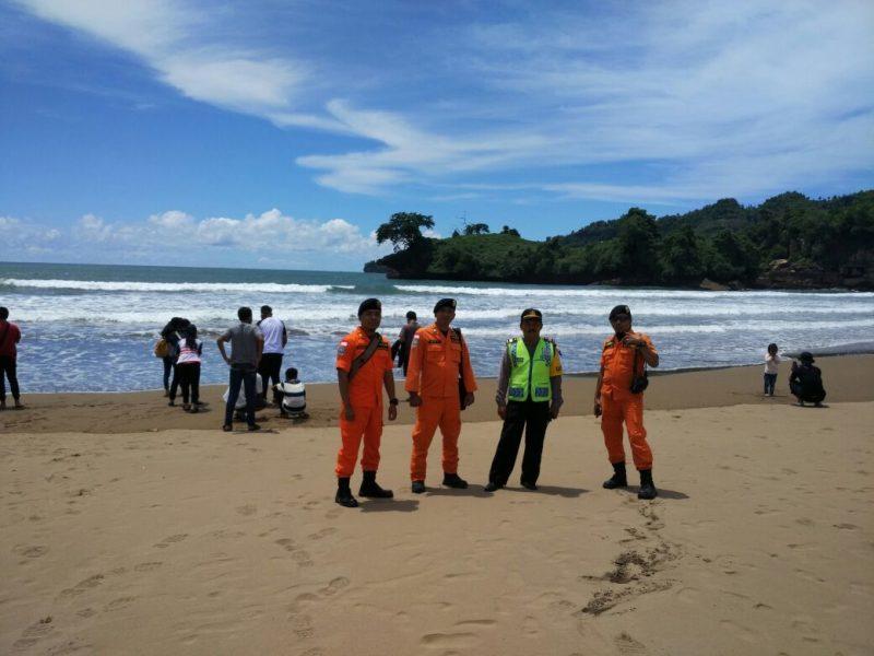 Basarnas Pengamanan Tempat Wisata Pantai Pelang Polres Trenggalek Demi Kenyamanan