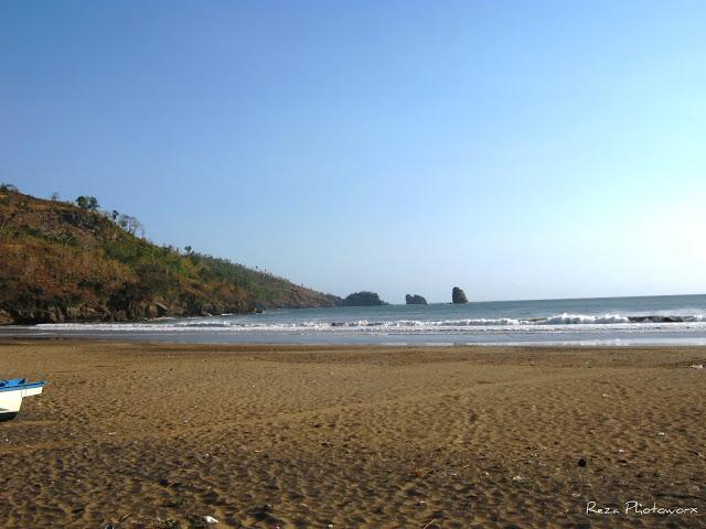 Pantai Konang Kabupaten Trenggalek Jawa Timur Memiliki Potensi Obyek Wisata