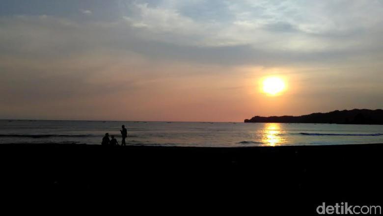 Sunset Pantai Konang Trenggalek Menikmati Kab