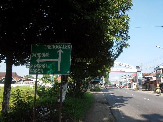 Melihat Senja Pantai Karanggongso Trenggalek Catatan Nobi Petunjuk Jalan Perempatan