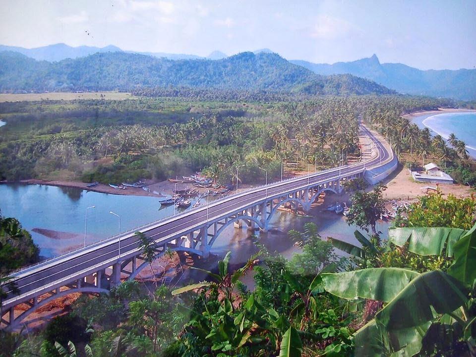 Obyek Wisata Kabupaten Trenggalek Jawa Timur Pantai Prigi Jalur Lintasan