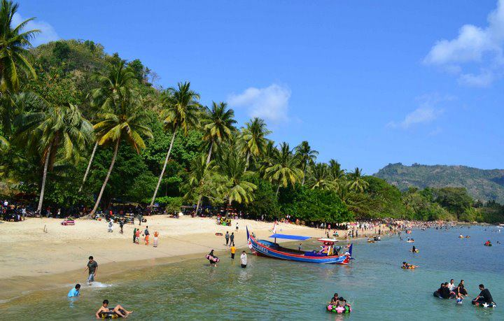 Obyek Wisata Kabupaten Trenggalek Jawa Timur Pantai Prigi Terletak Desa