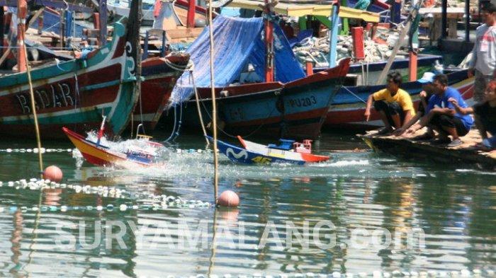 Serunya Balapan Miniatur Perahu Selerek Pantai Prigi Trenggalek Kab