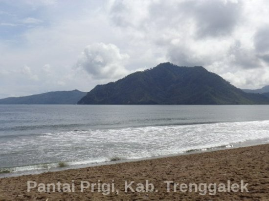 Sore Cantiknya Ombak Pantai Prigi Picture Beach Beautiful View Kab