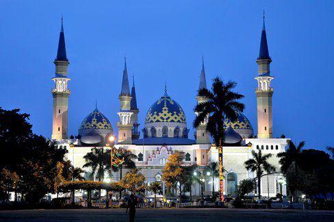 Indahnya Alun Kota Tuban Malam Hari Oleh Heri Agung Berbeda
