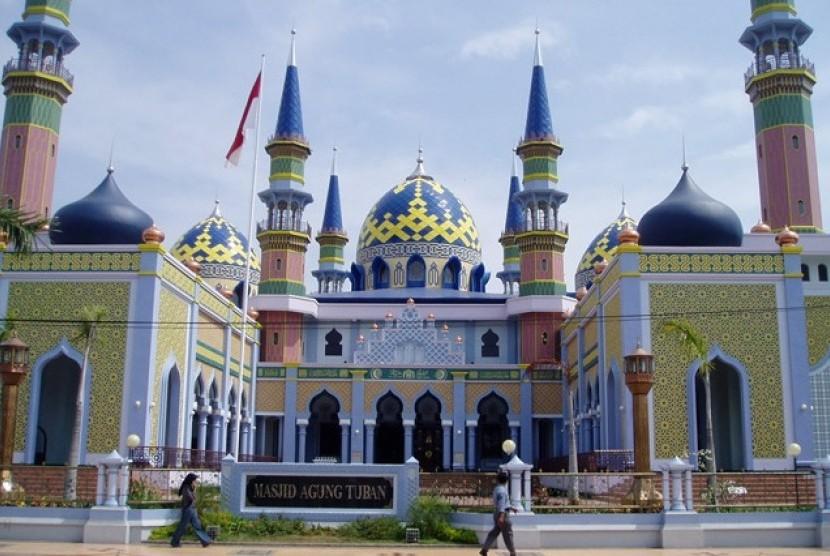 Masjid Agung Tuban Laksana Panorama Dongeng 1001 Malam 1 Jawa