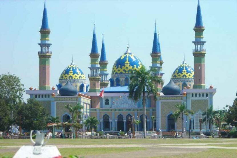 Masjid Agung Tuban Laksana Panorama Dongeng 1001 Malam 2 Jawa