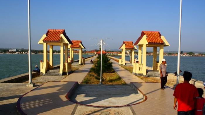Pantai Tuban Jawa Timur Bukan Gua 3 Wisata Air Kota