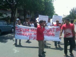 Sugar Fm Radionet Pkl Alun Tuban Demo Pemkab Sejumlah Pedagang
