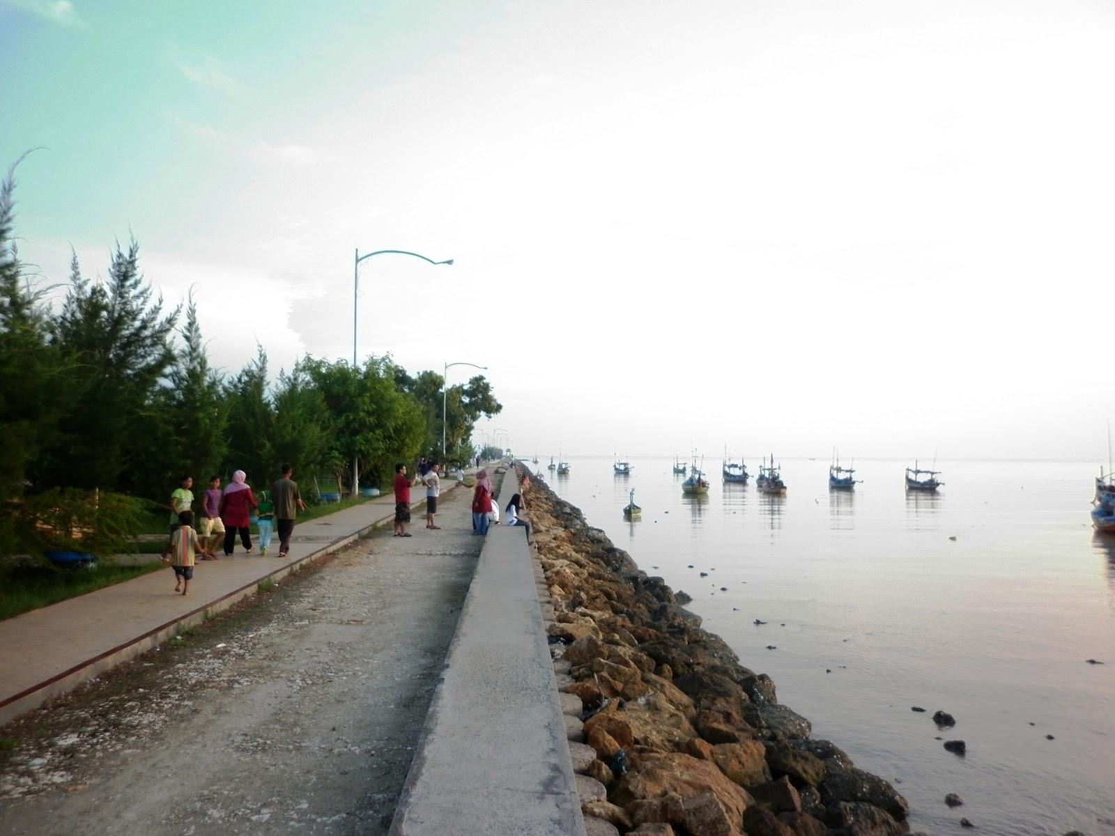Wisata Kota Tuban Pantai Boom Ramai Majalah Tuner Wisatawan Sekedar