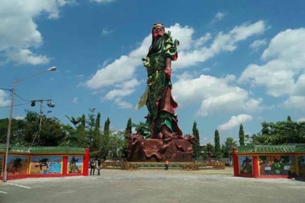 Polemik Pembangunan Patung Dewa Kwan Sing Tee Koen Klenteng Bio
