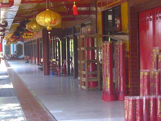 Teater Terbuka Klenteng Kwan Sing Bio Picture Temple Bagian Kanan