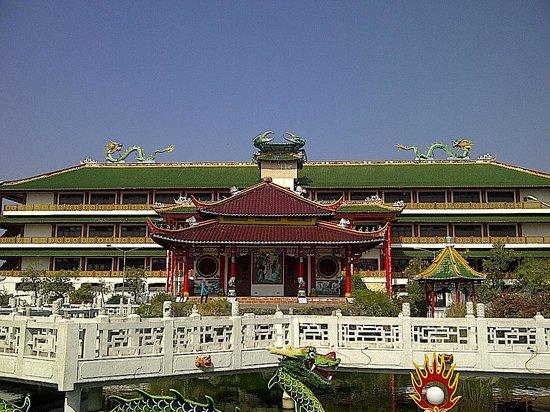Teater Terbuka Klenteng Kwan Sing Bio Picture Temple Kab Tuban