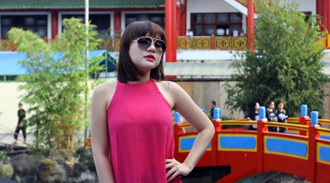 Vicky Shu Hibur Pengunjung Klenteng Kwan Sing Bio Tuban Showbiz
