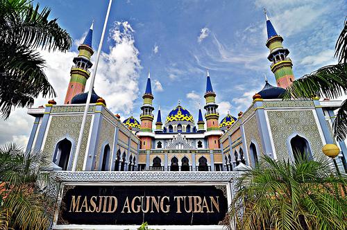 Lilik Wahyoedi Wisata Religi Tuban Masjid Agung Sebuah Terletak Sebelah