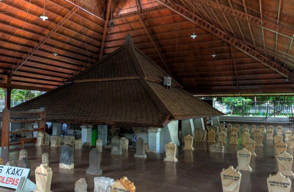 Makam Sunan Bonang Tuban Cektravel Info Kab