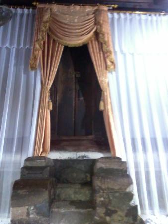 Makam Sunan Bonang Tuban Indonesia Review Kab