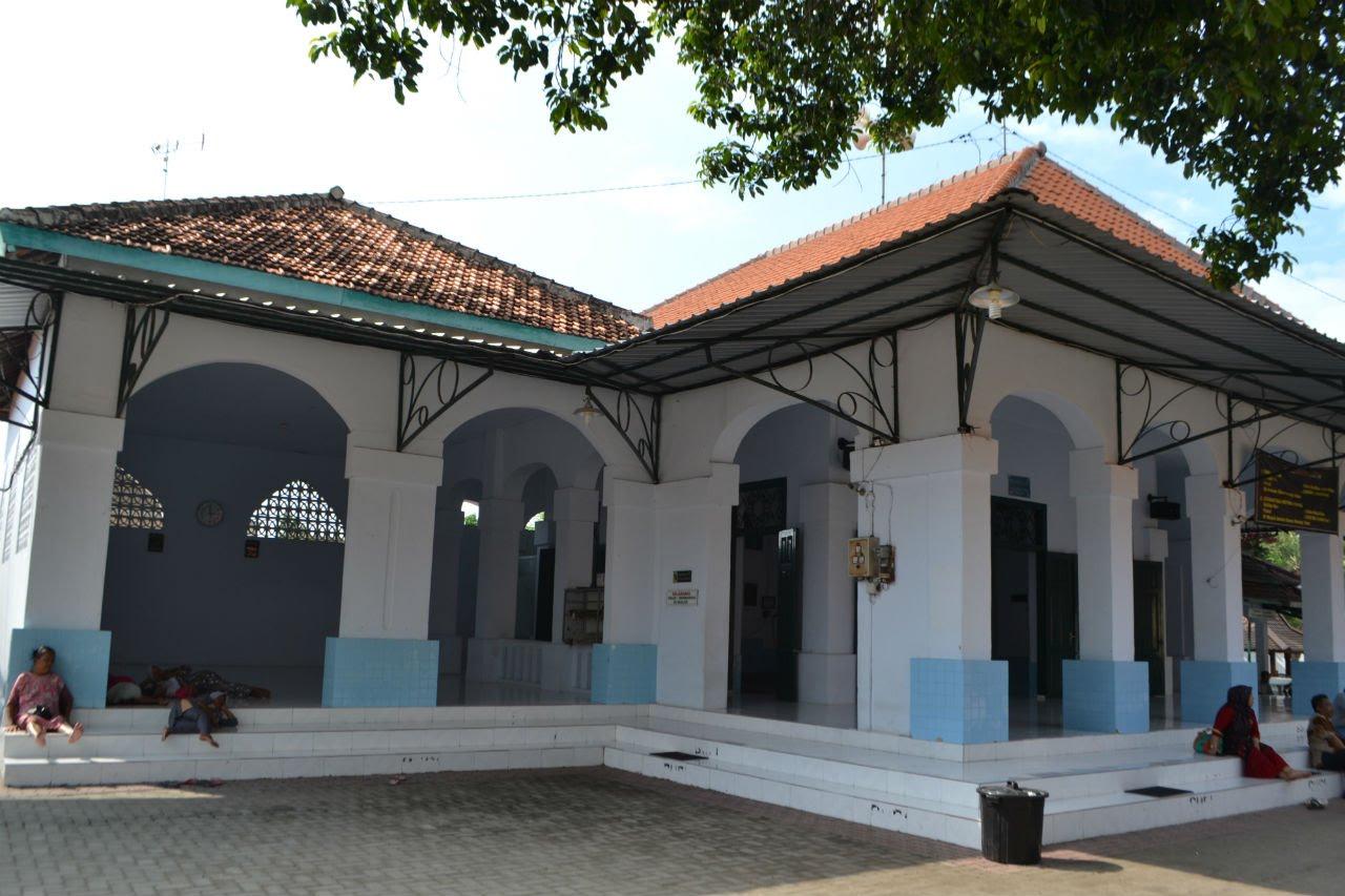 Masjid Kuno Astana Makam Sunan Bonang Tuban Youtube Kab