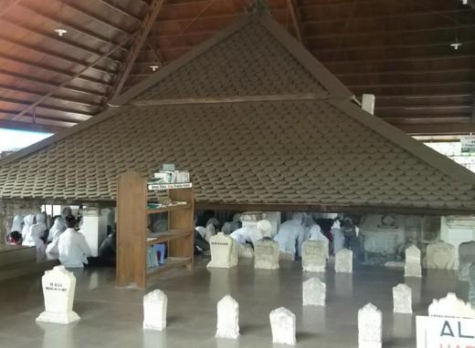 Pesona Keindahan Wisata Ziarah Makam Sunan Bonang Tuban Daftar Dakwahnya