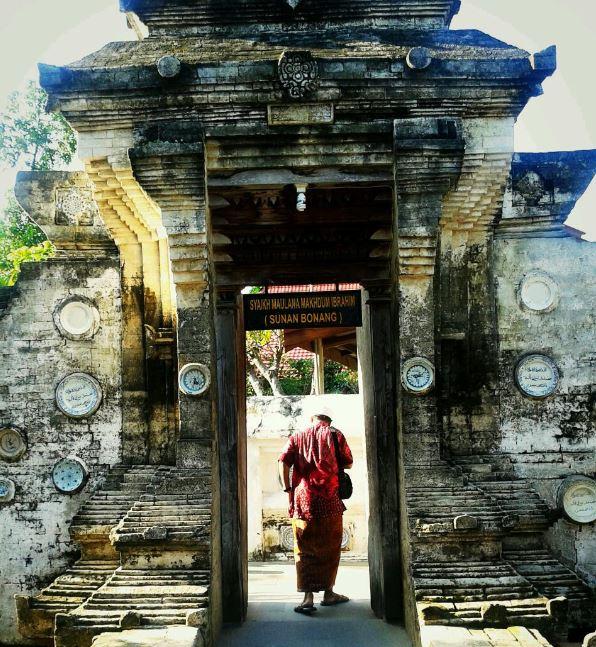 Wisata Tuban Makam Sunan Bonang Menggubah Sastra Berbentuk Suluk Tembang