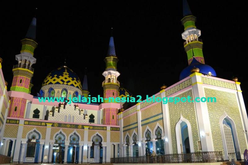 Jelajah Nesia 2 Indahnya Pesona Masjid Agung Tuban Malam Hari