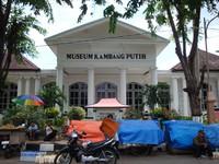 Berwisata Sambil Belajar Museum Kambang Putih Tuban Dipadati Pedagang Kaki