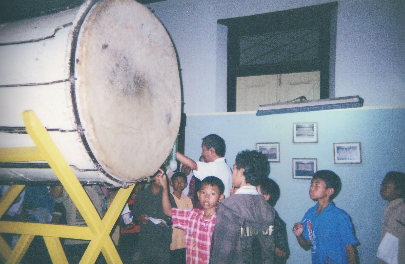 Mengunjungi Museum Kambang Putih Tuban Bilik Merah Bedug Kuno Masjid