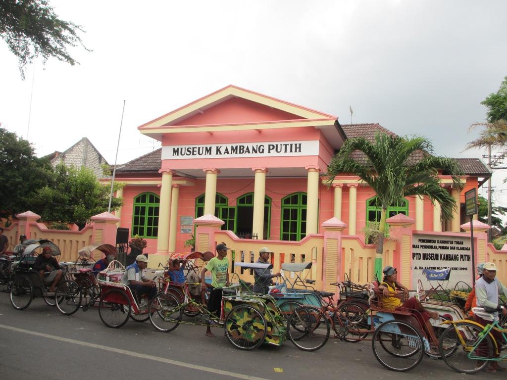 Tempat Wisata Tuban Kamu Jelajahi Fjj Museum Kambang Putih Kab