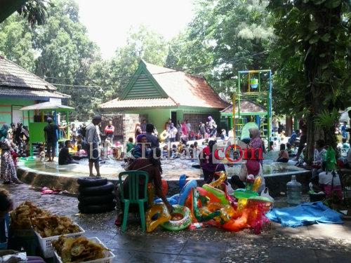 Bloktuban Tiket Pemandian Bektiharjo Ludes Diserbu Pengunjung Kab Tuban
