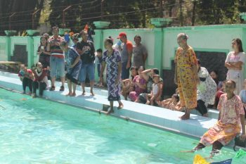 Lomba Renang Nenek Warnai Hut Ri 72 Bektiharjo Tuban Harian