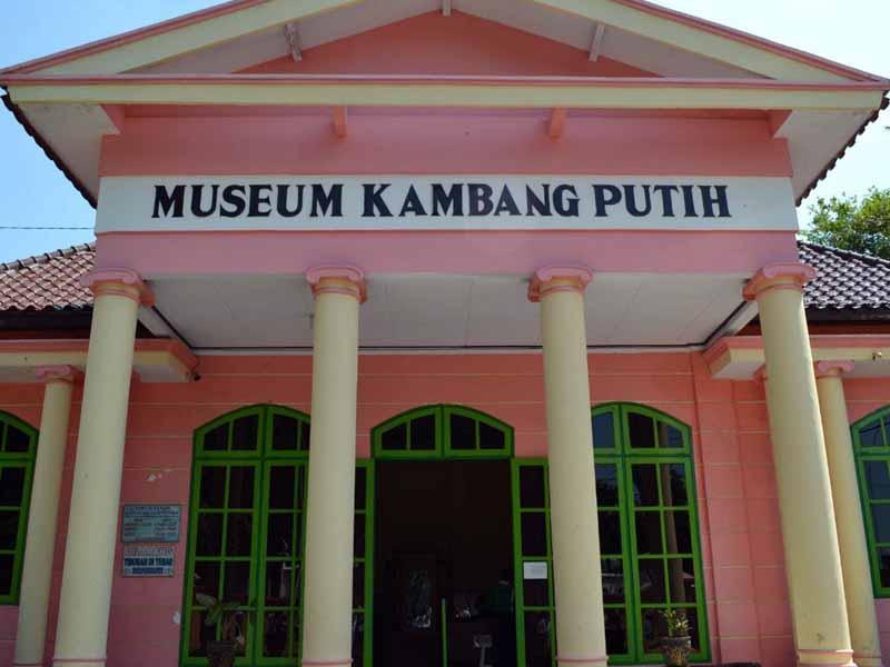 10 Obyek Wisata Tuban Patut Dikunjungi Museum Kambang Putih Taman