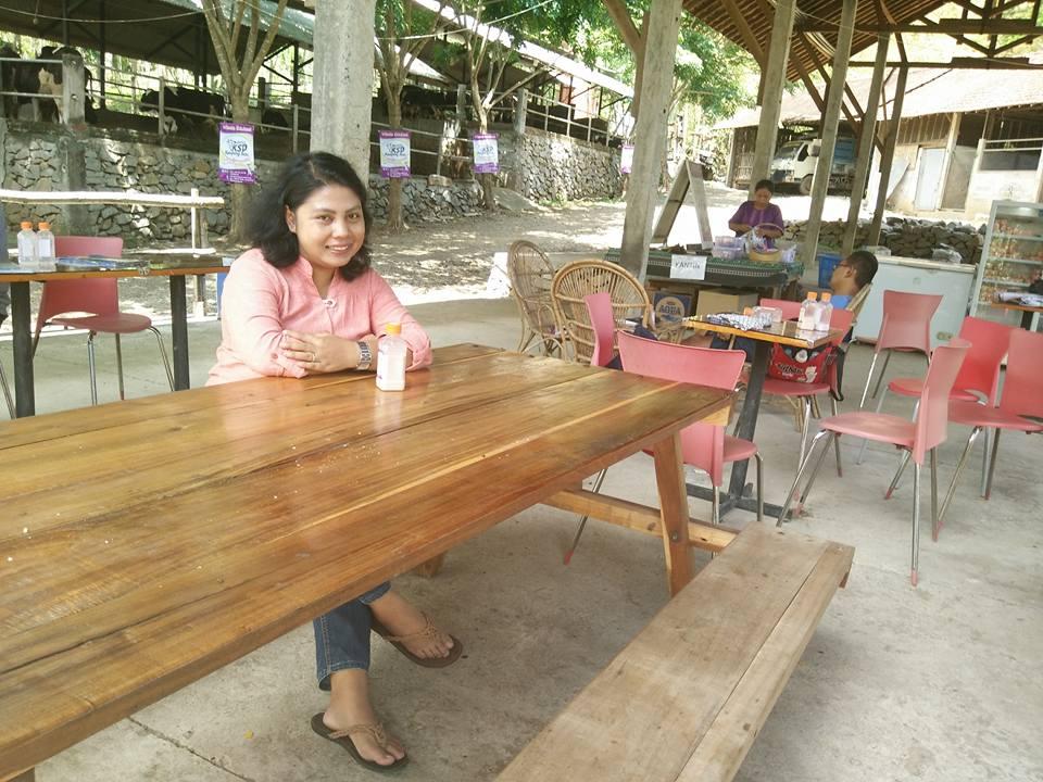 Kampung Susu Dinasty Tulungagung Indonesia Pengunjung Menikmati Minuman Segar Diprokduksi