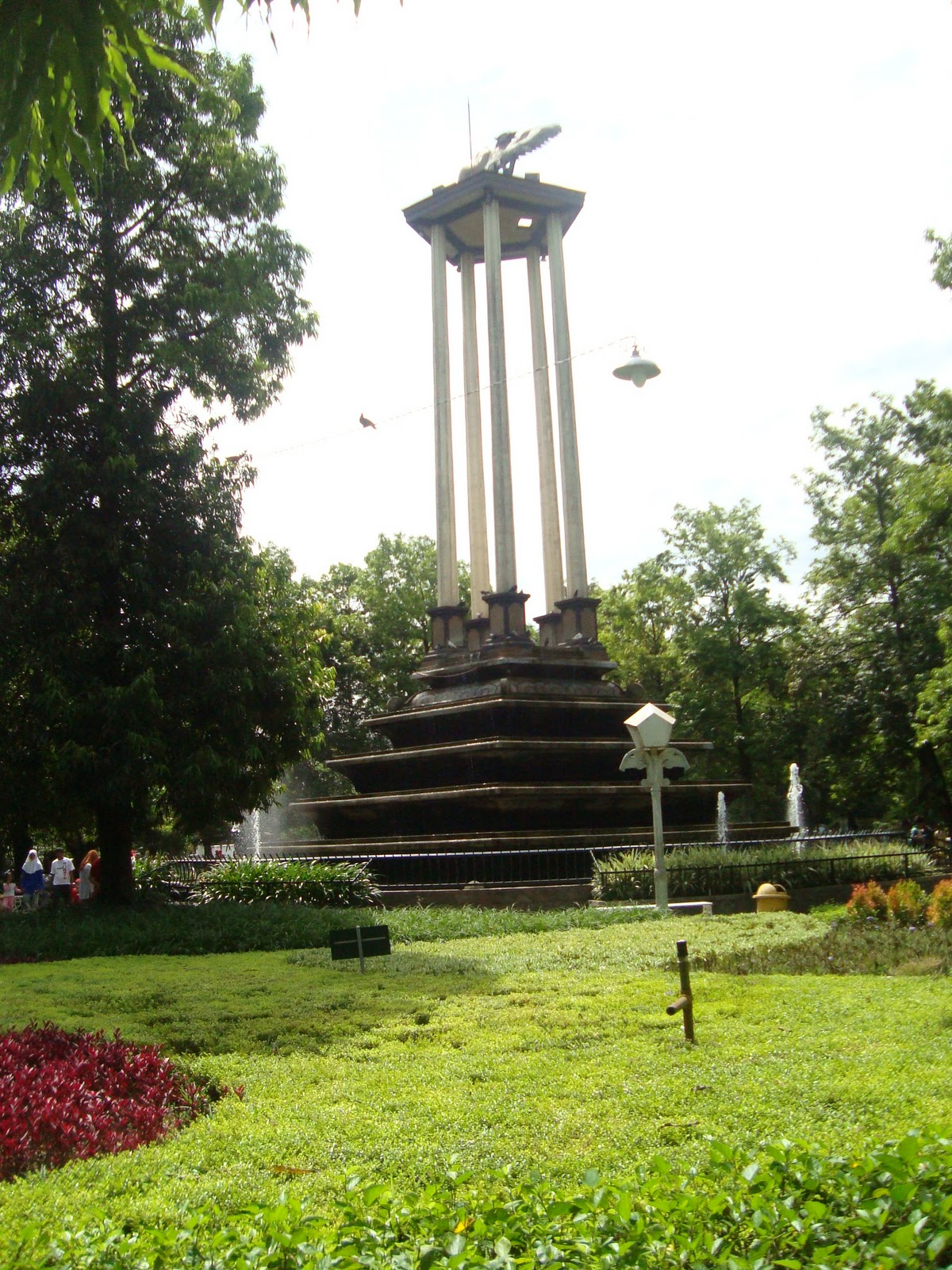 2015 Ainur Rofiq Blog Menara Garuda Tengah Taman Aloon Tulungagung
