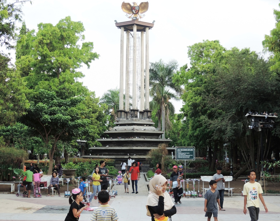 Feranandah Firdausi 2017 June Taman Aloon Tulungagung Kab